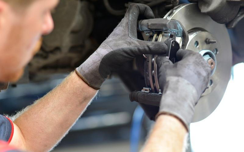 car mechanic repairs brakes